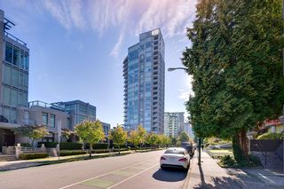 """Photo 19: 603 1925 ALBERNI Street in Vancouver: West End VW Condo for sale in """"Laguna Parkside"""" (Vancouver West)  : MLS®# R2429740"""