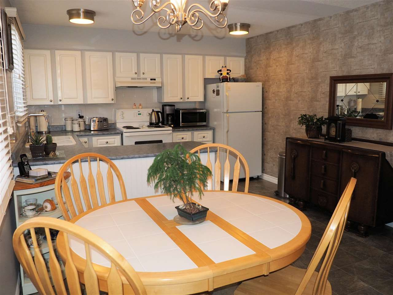 Photo 5: Photos: 4645 ROBSON Avenue in Prince George: Foothills House for sale (PG City West (Zone 71))  : MLS®# R2143048