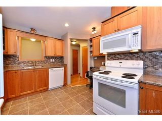 Photo 10: 821 Tulip Ave in VICTORIA: SW Marigold House for sale (Saanich West)  : MLS®# 721237