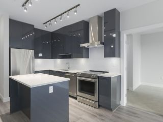 """Photo 13: 104 1768 GILMORE Avenue in Burnaby: Brentwood Park Condo for sale in """"Escala"""" (Burnaby North)  : MLS®# R2398729"""