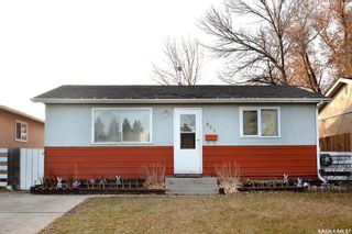 Photo 1: 869 Macklem Drive in Saskatoon: Massey Place Residential for sale : MLS®# SK837532