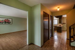 Photo 3: 143 Edgehill Place NW in Calgary: Edgemont Detached for sale : MLS®# A1143804