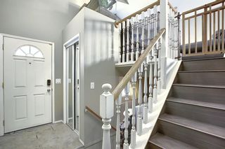 Photo 2: 163 Erin Meadow Green SE in Calgary: Erin Woods Detached for sale : MLS®# A1077161