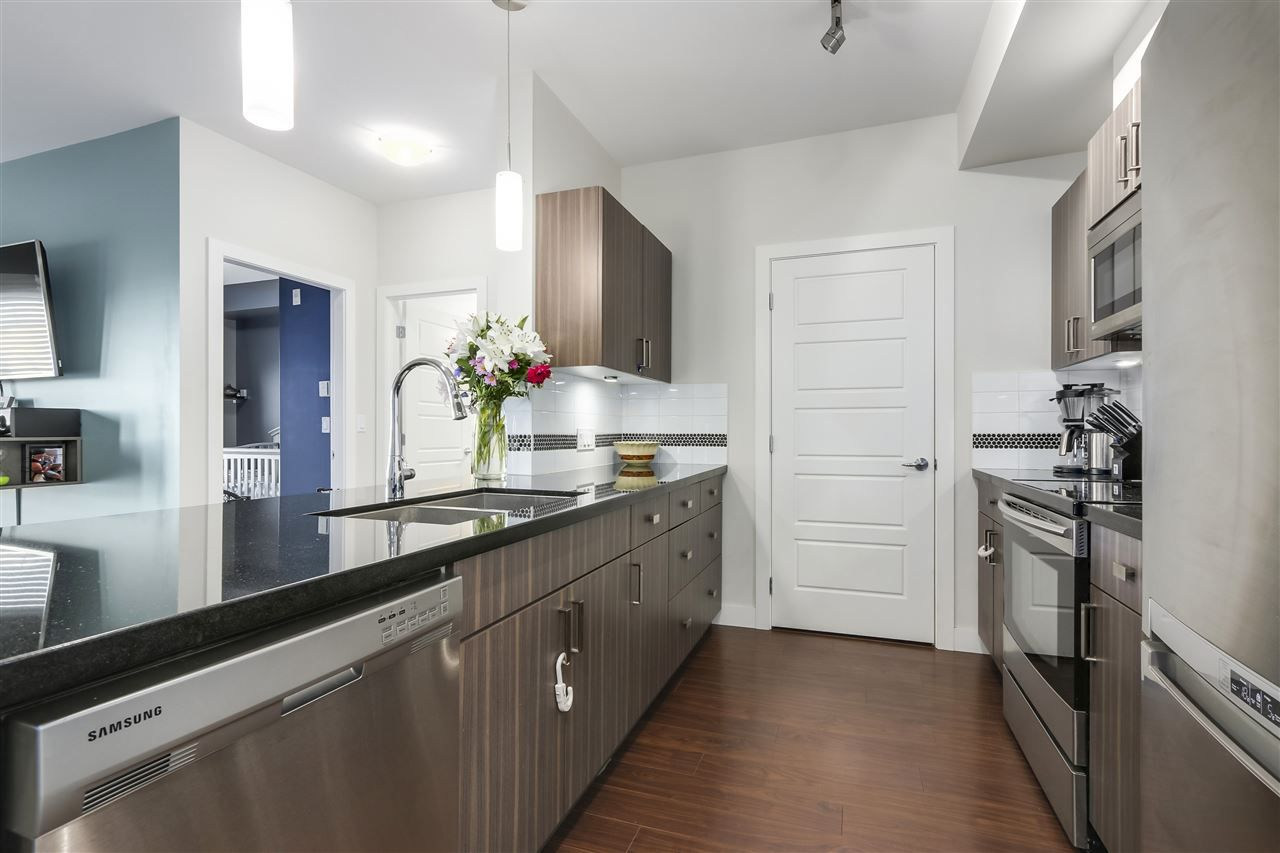 """Photo 10: Photos: 308 20219 54A Avenue in Langley: Langley City Condo for sale in """"SUEDE"""" : MLS®# R2333974"""