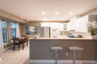 Photo 7: 1188 STRATHAVEN Drive in North Vancouver: Northlands Townhouse for sale : MLS®# R2215191