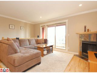 """Photo 2: 5 14921 THRIFT Avenue: White Rock Townhouse for sale in """"NICOLE PLACE"""" (South Surrey White Rock)  : MLS®# F1025156"""