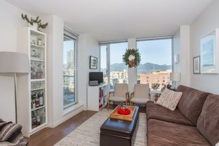 """Photo 4: 1106 550 TAYLOR Street in Vancouver: Downtown VW Condo for sale in """"THE TAYLOR"""" (Vancouver West)  : MLS®# R2335310"""