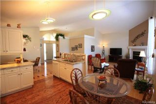 Photo 7: 205 Barlow Crescent in Winnipeg: River Park South Residential for sale (2F)  : MLS®# 1729915