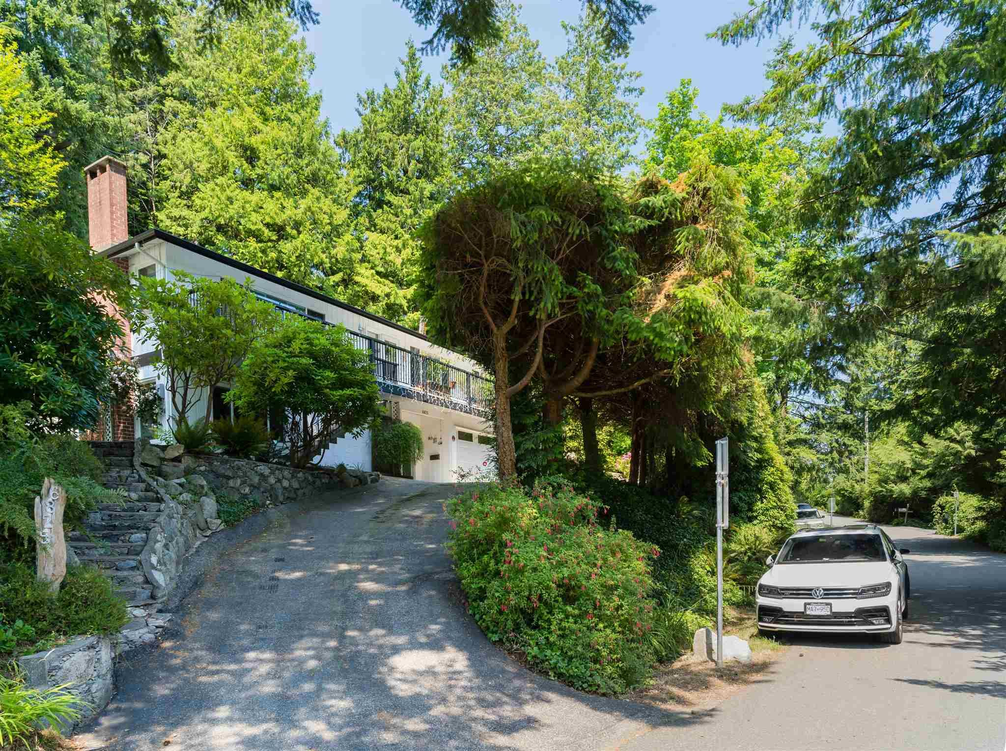 """Main Photo: 6825 HYCROFT Road in West Vancouver: Whytecliff House for sale in """"Whytecliff"""" : MLS®# R2604237"""
