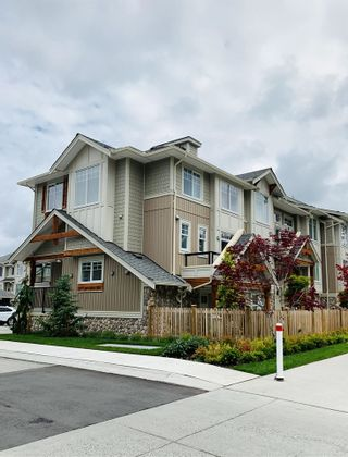 "Photo 3: 6 20498 82 Avenue in Langley: Willoughby Heights Townhouse for sale in ""Gabriola Park"" : MLS®# R2535365"