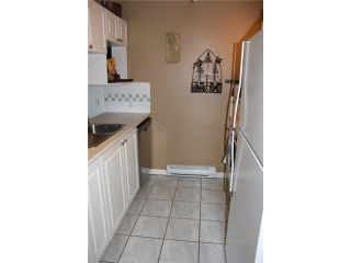 """Photo 2: 106 929 W 16TH Avenue in Vancouver: Fairview VW Condo for sale in """"OAKVIEW GARDENS"""" (Vancouver West)  : MLS®# V978752"""