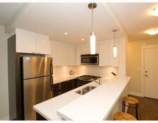 Photo 6: 406-160 West 3rd Street in North Vancouver: Lower Lonsdale Condo for sale : MLS®# V790001