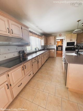 Photo 4: 190 Collins Road in Port Williams: 404-Kings County Residential for sale (Annapolis Valley)  : MLS®# 202125102