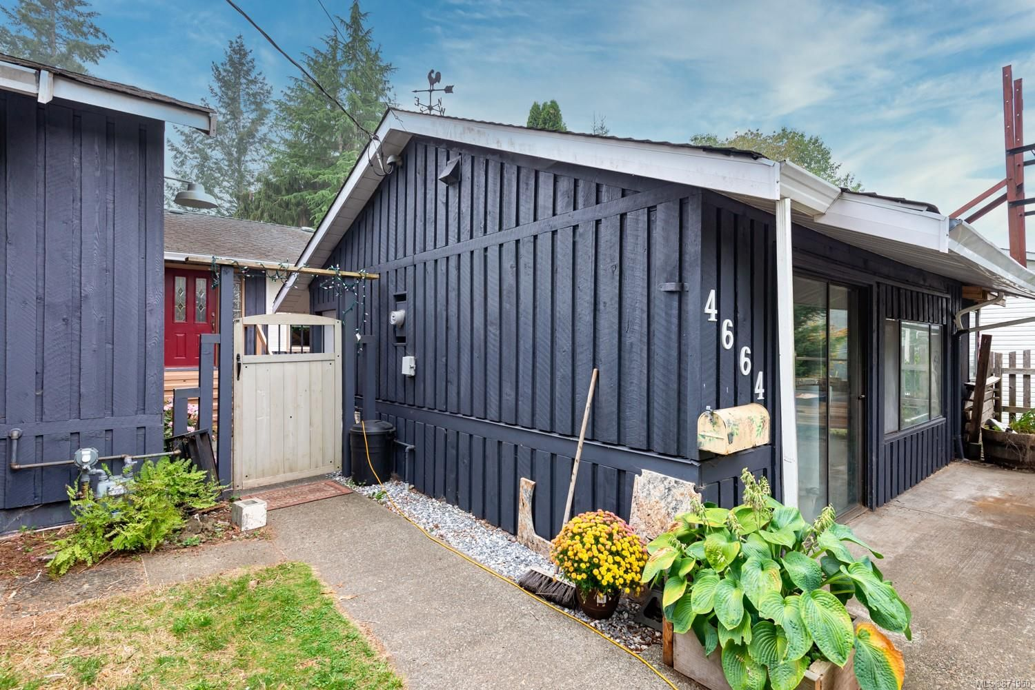 Main Photo: 4664 Gail Cres in : CV Courtenay North House for sale (Comox Valley)  : MLS®# 871950