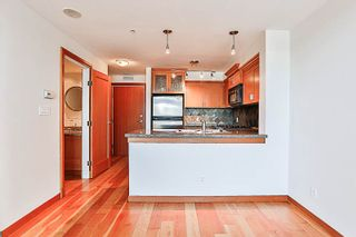 """Photo 4: 324 10 RENAISSANCE Square in New Westminster: Quay Condo for sale in """"MURANO LOFTS"""" : MLS®# R2186275"""