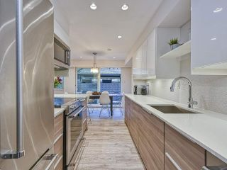 """Photo 5: 409 555 W 28TH Street in North Vancouver: Upper Lonsdale Condo for sale in """"Cedarbrooke Village"""" : MLS®# R2555453"""
