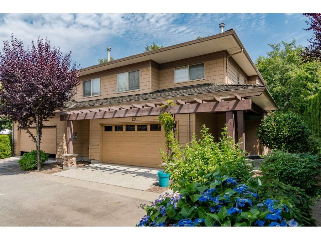 """Main Photo: 20 16655 64 Avenue in Surrey: Cloverdale BC Townhouse for sale in """"Ridgewoods"""" (Cloverdale)  : MLS®# R2482144"""