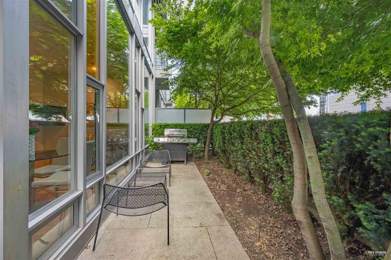 """Main Photo: 127 REGIMENT Square in Vancouver: Downtown VW Condo for sale in """"Spectrum"""" (Vancouver West)  : MLS®# R2590314"""