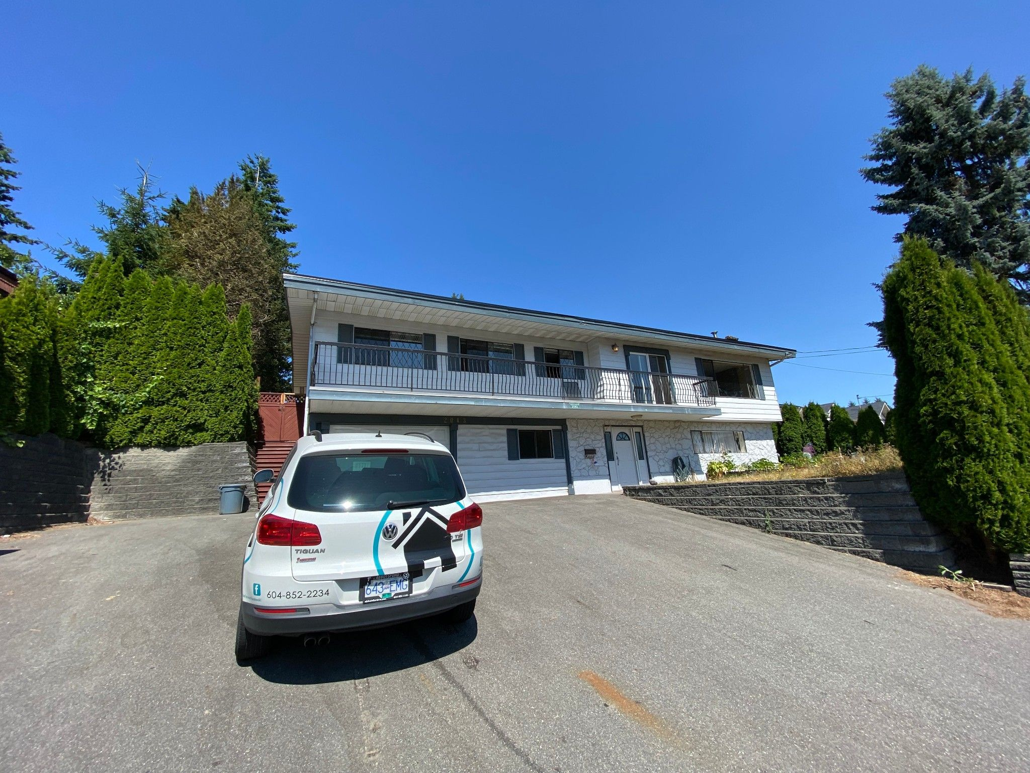Main Photo: 2043 Majestic Cr. in Abbotsford: Abbotsford West House for rent