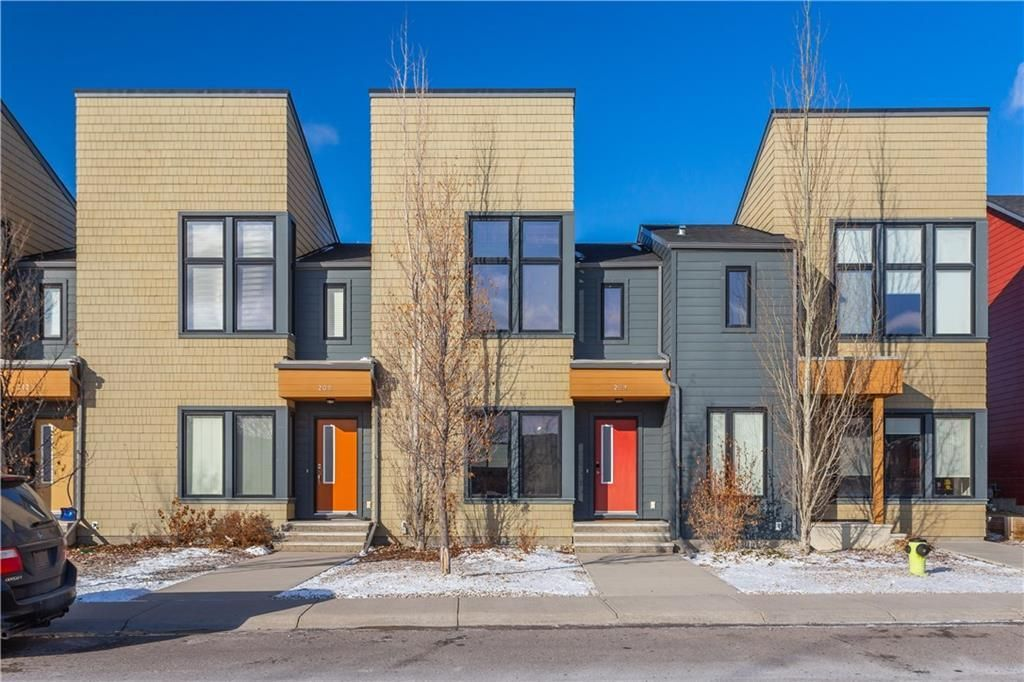 Main Photo: 204 WALDEN Drive SE in Calgary: Walden Row/Townhouse for sale : MLS®# C4274227