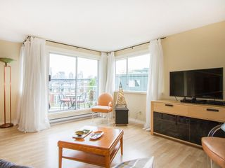 """Photo 3: 303 1540 MARINER Walk in Vancouver: False Creek Condo for sale in """"MARINER POINT"""" (Vancouver West)  : MLS®# V1121673"""