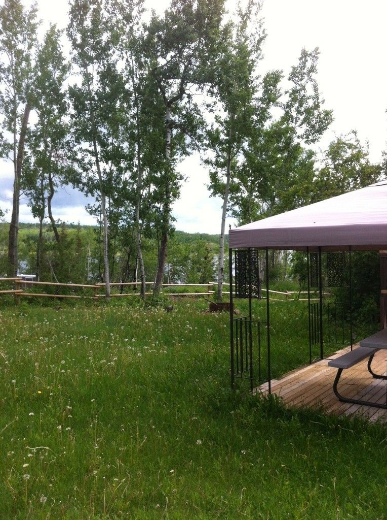 High lot with great view of Floatingstone Lake