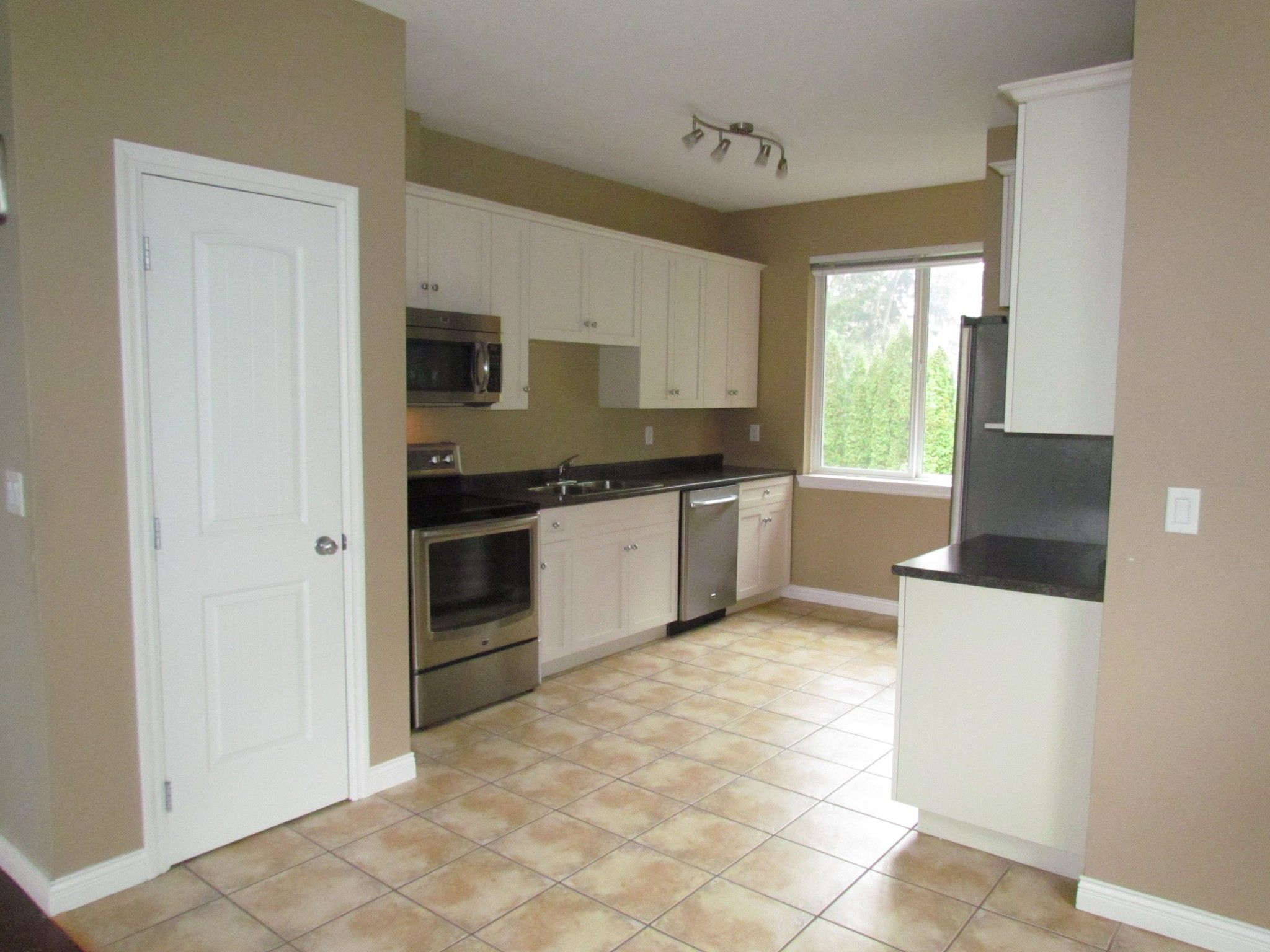 Photo 12: Photos: Suite 35158 Rockwell Dr. in Abbotsford: Abbotsford East Condo for rent