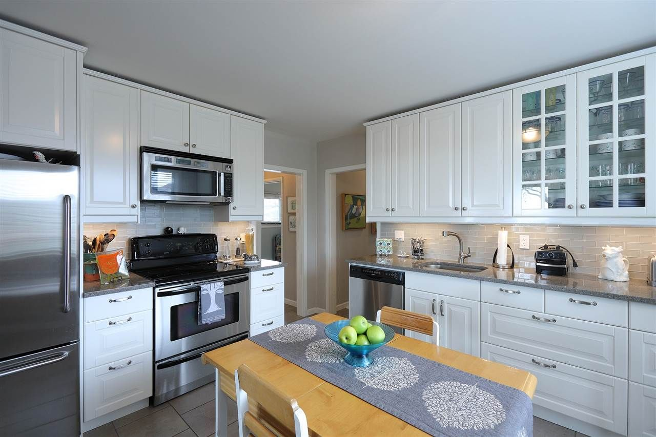 Photo 7: Photos: 1865 E 53RD Avenue in Vancouver: Killarney VE House for sale (Vancouver East)  : MLS®# R2383850