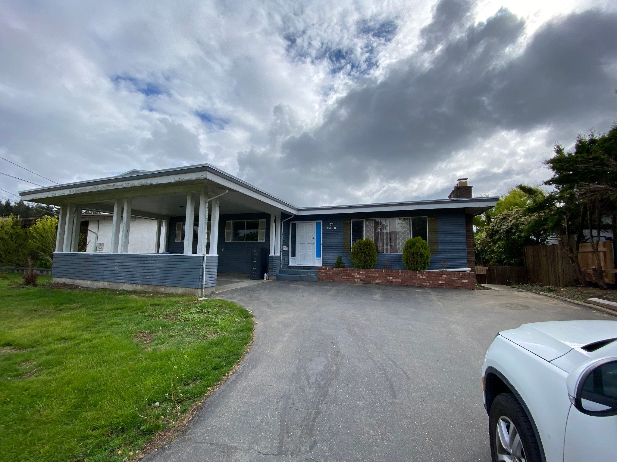 Main Photo: 2098 Lonsdale Cr. in Abbotsford: Abbotsford West House for rent