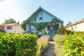 Photo 2: 2059 Newton St in VICTORIA: OB Henderson House for sale (Oak Bay)  : MLS®# 795691