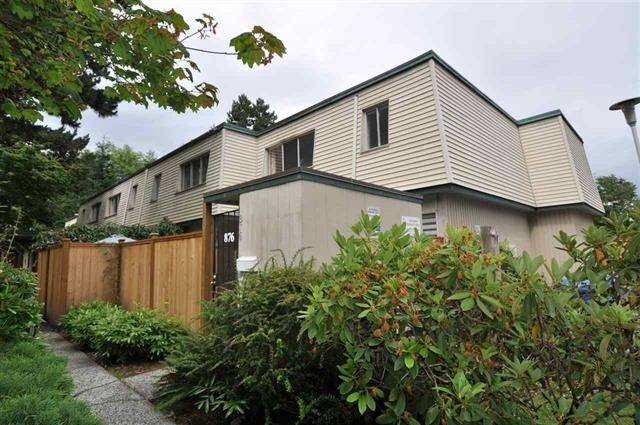 """Photo 2: Photos: 953 WESTVIEW Crescent in North Vancouver: Upper Lonsdale Townhouse for sale in """"CYPRESS GARDENS"""" : MLS®# R2157466"""