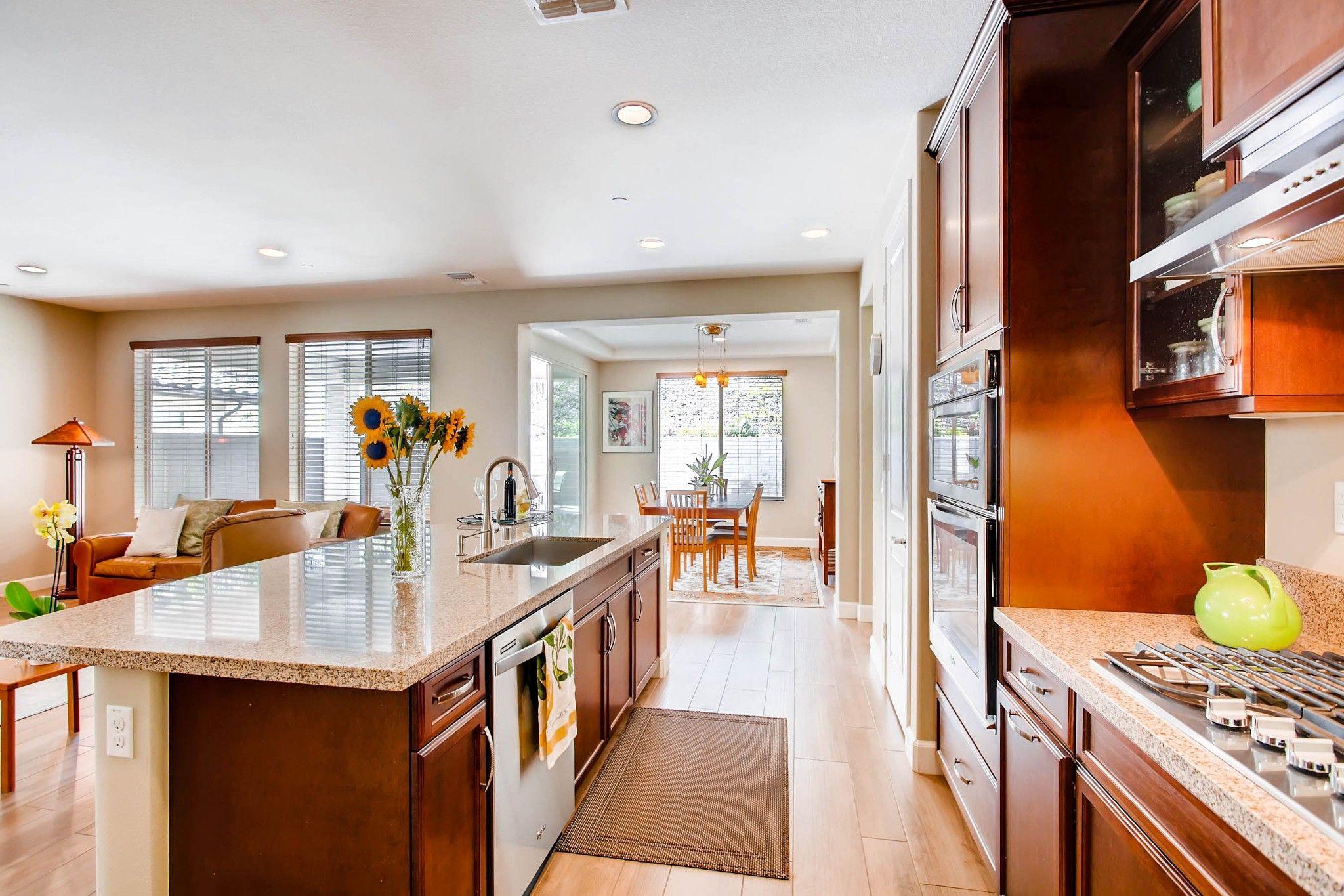 Photo 8: Photos: Residential for sale : 5 bedrooms : 443 Machado Way in Vista