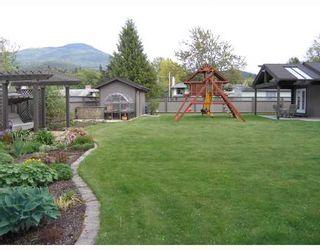 """Photo 2: 2055 MAMQUAM Road in Squamish: Garibaldi Estates House for sale in """"GARIBALDI ESTATES"""" : MLS®# V766913"""