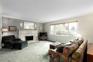 Photo 2: 2730 WALPOLE CRESCENT in North Vancouver: Blueridge NV House for sale : MLS®# R2445064
