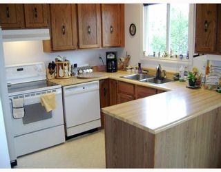 Photo 4: 140 BENTLEY Street in WINNIPEG: Maples / Tyndall Park Residential for sale (North West Winnipeg)  : MLS®# 2813042