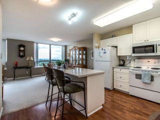 """Photo 9: 2003 612 SIXTH Street in New Westminster: Uptown NW Condo for sale in """"WOODWARD"""" : MLS®# R2472941"""