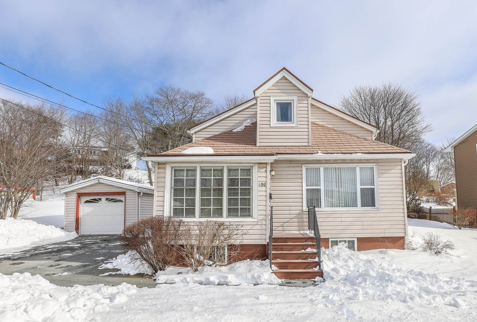 Main Photo: 190 Herring Cove Road in Halifax: 8-Armdale/Purcell`s Cove/Herring Cove Residential for sale (Halifax-Dartmouth)  : MLS®# 202102463