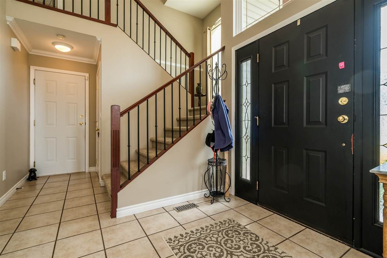 """Photo 5: Photos: 35715 LEDGEVIEW Drive in Abbotsford: Abbotsford East House for sale in """"Ledgeview Estates"""" : MLS®# R2481502"""
