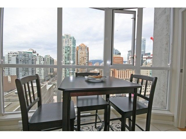 """Photo 6: Photos: 1402 1199 SEYMOUR Street in Vancouver: Downtown VW Condo for sale in """"BRAVA"""" (Vancouver West)  : MLS®# V877625"""