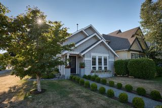 Photo 1: 9860 Seventh St in : Si Sidney North-East House for sale (Sidney)  : MLS®# 882922