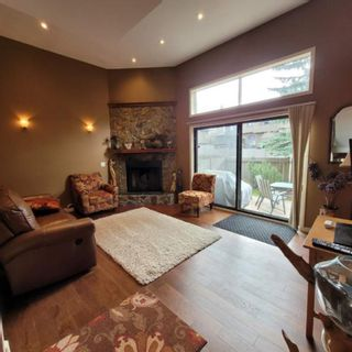 Photo 3: 47 23 glamis Drive SW in Calgary: Glamorgan Row/Townhouse for sale : MLS®# A1103595