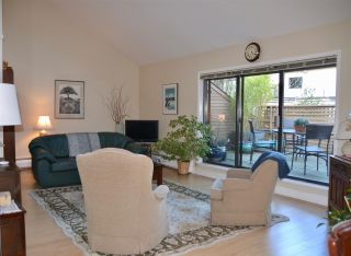 """Photo 2: PH2 2320 W 40TH Avenue in Vancouver: Kerrisdale Condo for sale in """"MANOR GARDENS"""" (Vancouver West)  : MLS®# R2434929"""