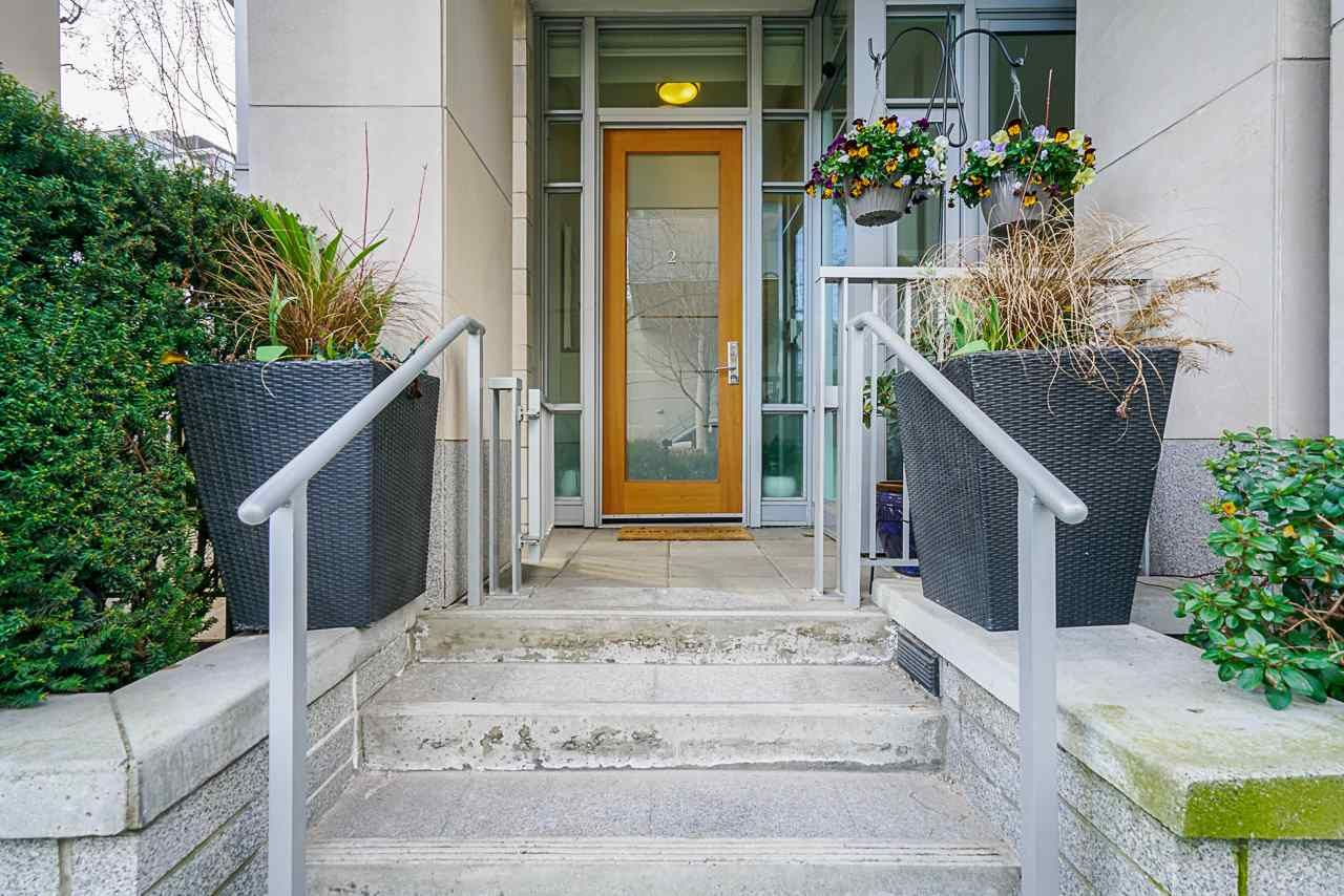 """Main Photo: 2 ATHLETES Way in Vancouver: False Creek Townhouse for sale in """"KAYAK-THE VILLAGE ON THE CREEK"""" (Vancouver West)  : MLS®# R2564490"""