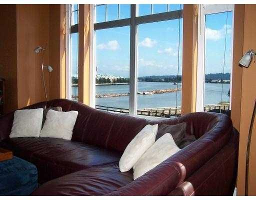 FEATURED LISTING: 217 - 83 STAR Crescent New_Westminster