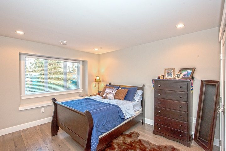 Photo 10: Photos: 919 MACINTOSH Street in Coquitlam: Harbour Chines House for sale : MLS®# R2014038
