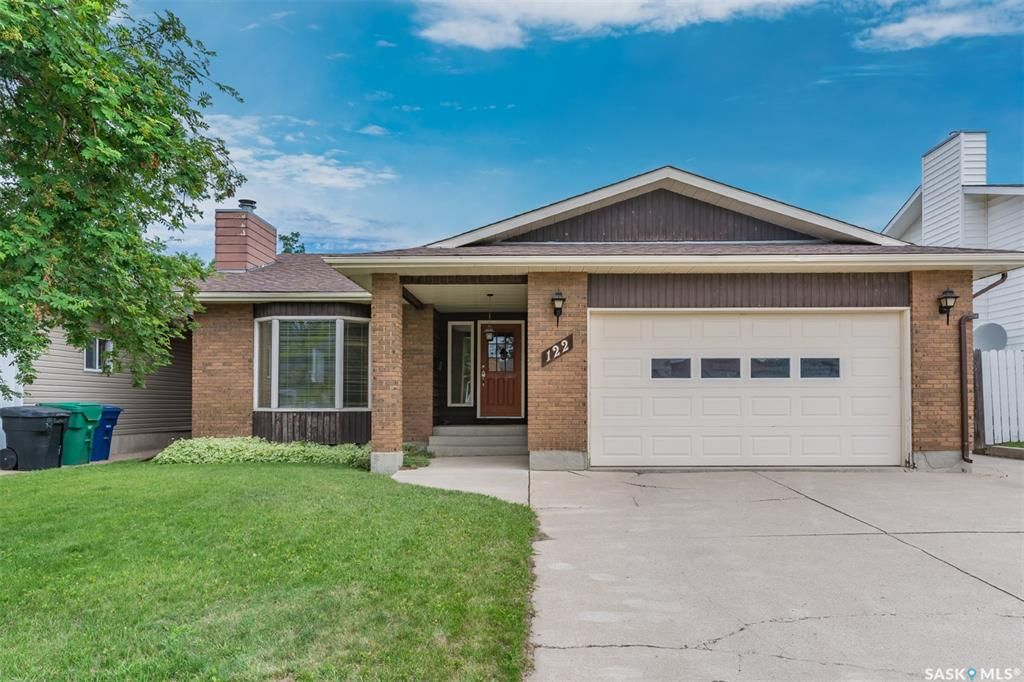 Main Photo: 122 Gustin Crescent in Saskatoon: Silverwood Heights Residential for sale : MLS®# SK862701