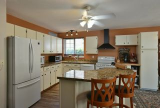 """Photo 5: 1576 ISLANDVIEW Drive in Gibsons: Gibsons & Area House for sale in """"Woodcreek Park"""" (Sunshine Coast)  : MLS®# R2624169"""