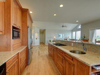 Photo 11: 7013 Beach View Crt in SAANICHTON: CS Island View House for sale (Central Saanich)  : MLS®# 818670