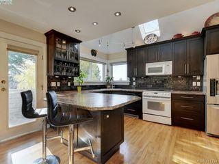 Photo 5: 2592 Empire St in VICTORIA: Vi Oaklands Half Duplex for sale (Victoria)  : MLS®# 828737