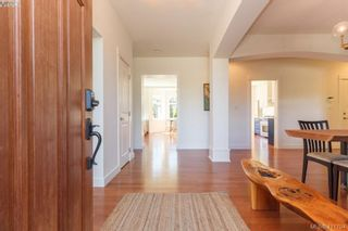 Photo 2: 4039 South Valley Dr in VICTORIA: SW Strawberry Vale House for sale (Saanich West)  : MLS®# 816381